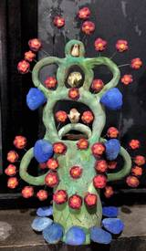 """""""El rey del Coronavirus"""", escultura en barro de Tlayacapan."""