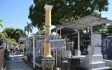 Entre las más de seis mil tumbas, se encuentra el monumento en memoria de los coroneles García Villareal y 10 patriotas más fusilados por las tropas de Santa Anna