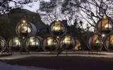 El Tubo Hotel, se ubica a un costado de la autopista Tepoztlán-México, cuya particularidad es que las habitaciones tienen forma de tubo