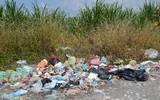 Acusan autoridades las familias no esperan al camión recolector y contaminan la ribera del río